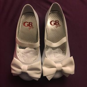 NIB GB Girls White Patent Leather Bow Ballet Flats